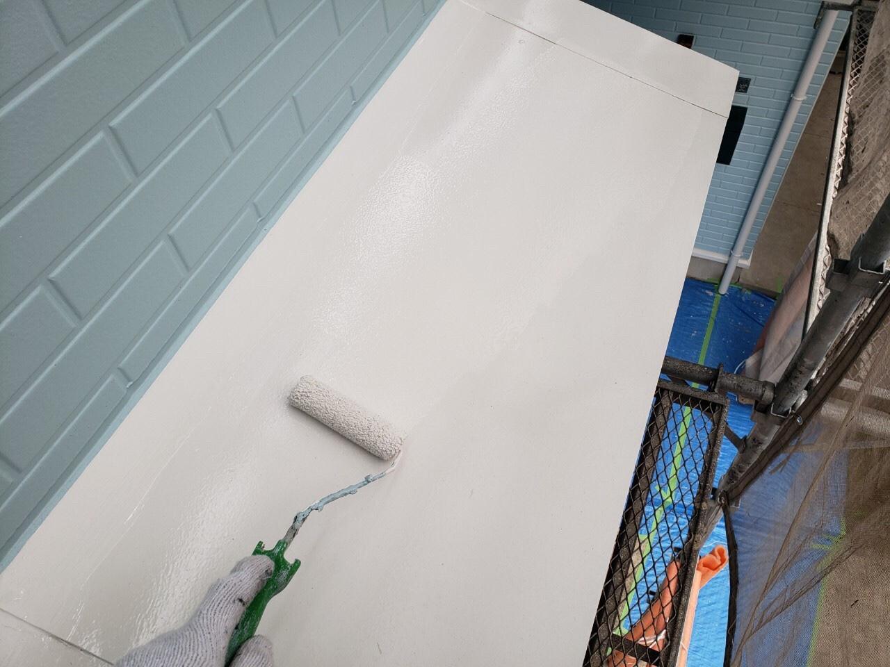 庇塗装上塗り