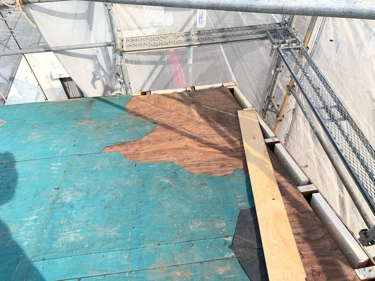 旧屋根材撤去作業