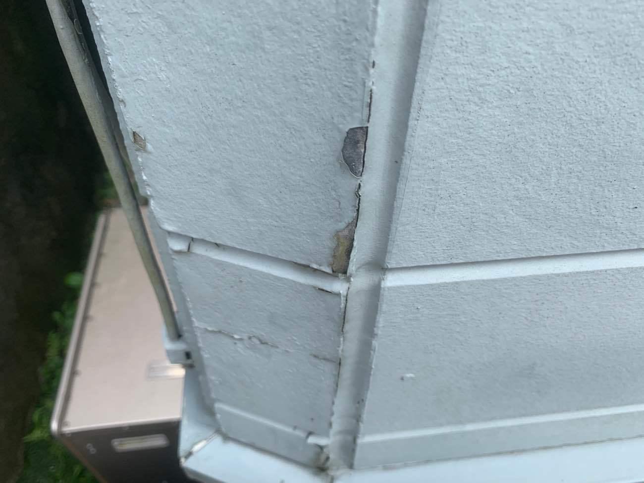 施工前:外壁塗膜剥がれ
