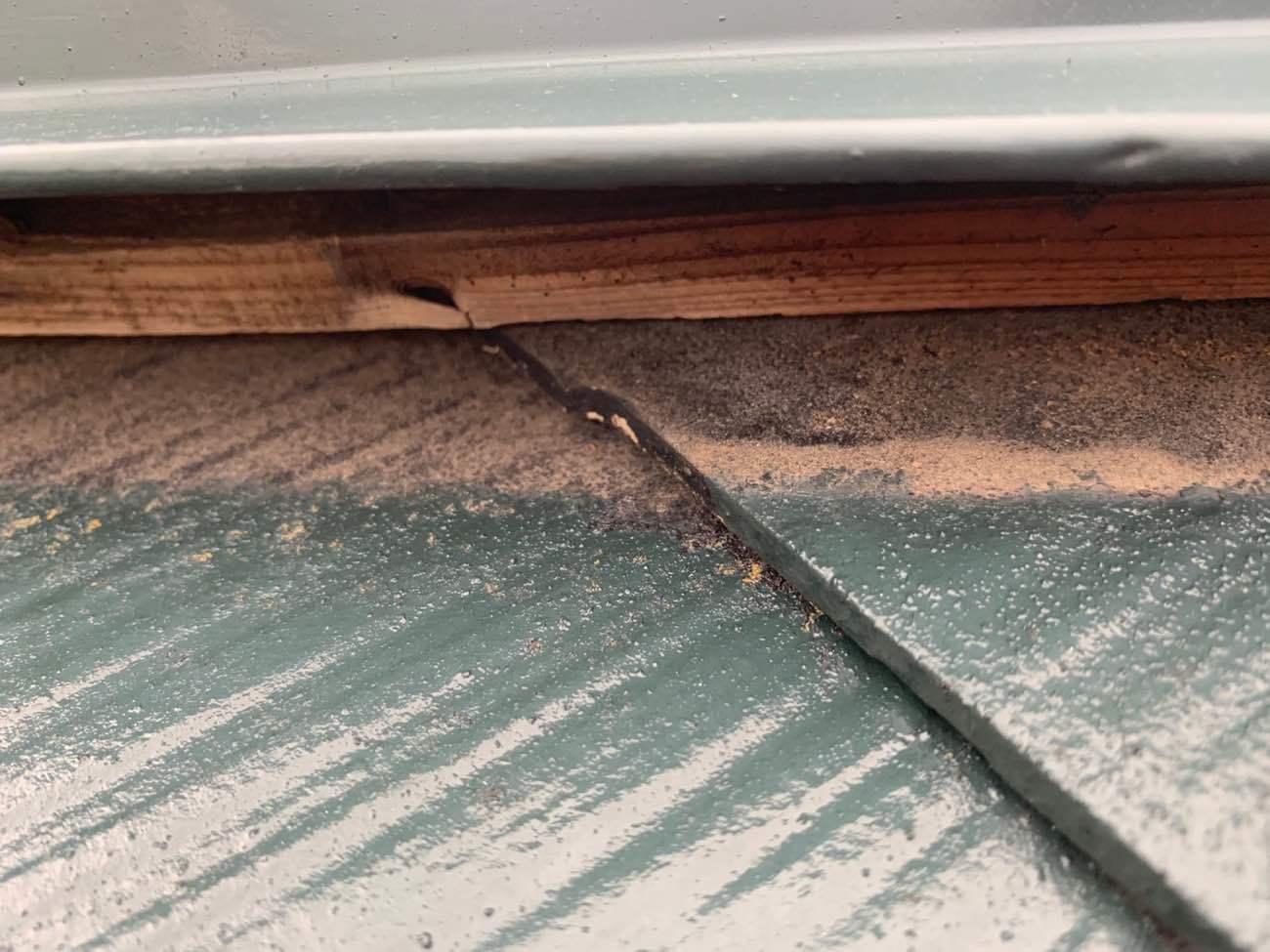 施工前:棟板金の浮き 釘抜け