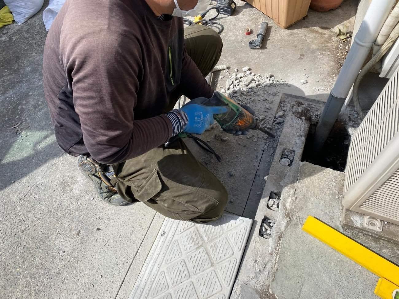 電線埋め込み部施工中